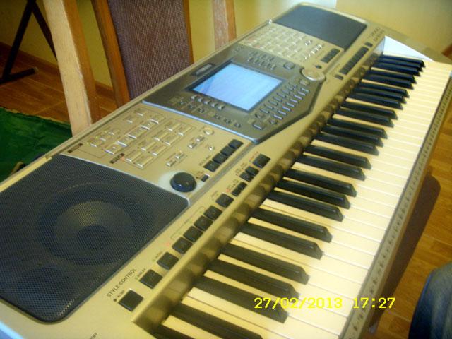 Yamaha-PSR-2000-1